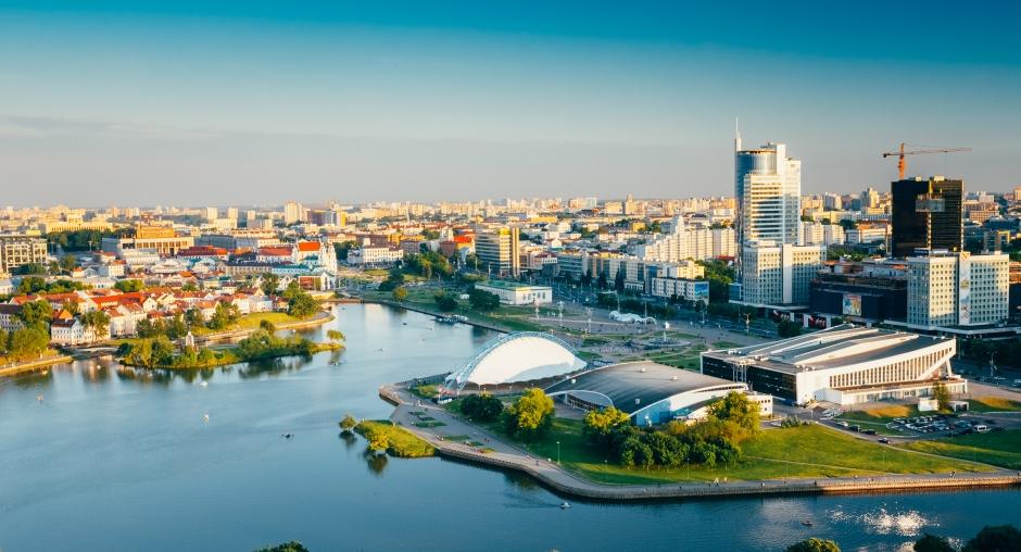 Minskdəki göl ətrafı park